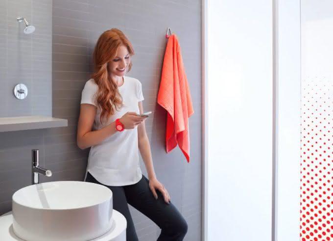 Kohler-Moxie-showerhead, chuveiro-speaker, inoavao, design, chuveiro-bluetooth, por-que-nao-pensei-nisso 4