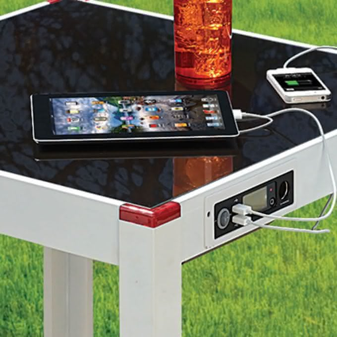 The Device Charging Patio Table, carregador solar, i phone, tecnologia, gadget, geek, carregador de celular, mobile, usb, outdoor 1