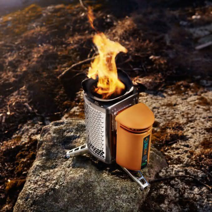 biolite-campstove-burns-wood-to-cook-dinner-charge-gadgets, carrega-seu-iphone-com-fogo, porque-nao-pensei-nisso 1