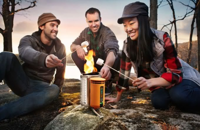 biolite-campstove-burns-wood-to-cook-dinner-charge-gadgets, carrega-seu-iphone-com-fogo, porque-nao-pensei-nisso 3
