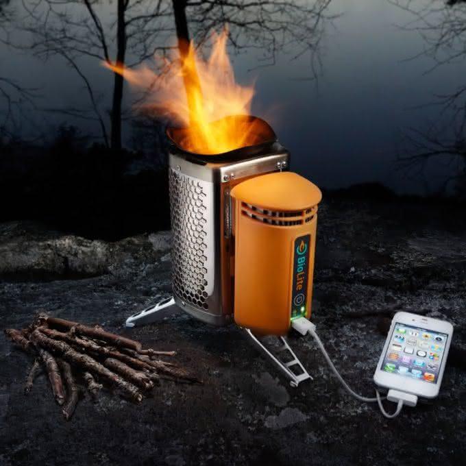 biolite-campstove-burns-wood-to-cook-dinner-charge-gadgets, carrega-seu-iphone-com-fogo, porque-nao-pensei-nisso