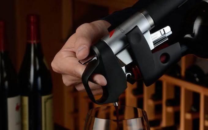 coravin-wine-system-pour-wine-without-uncorking-bottle, abra-vinho-sem-tirar-a-rolha, porque-nao-pensei-nisso 3