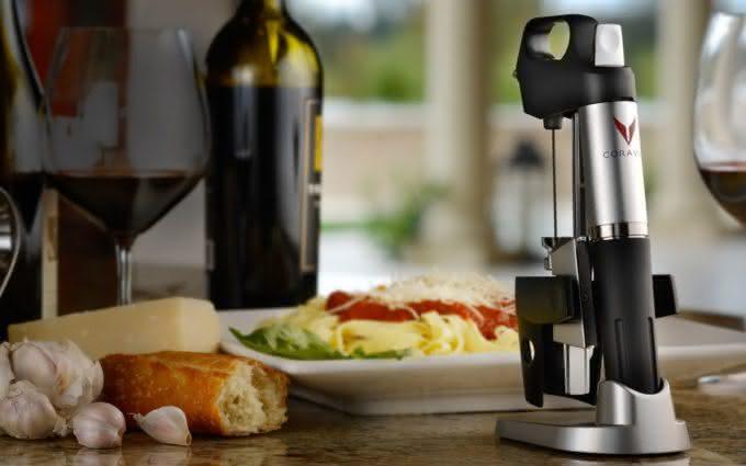 coravin-wine-system-pour-wine-without-uncorking-bottle, abra-vinho-sem-tirar-a-rolha, porque-nao-pensei-nisso 5