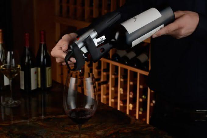 coravin-wine-system-pour-wine-without-uncorking-bottle, abra-vinho-sem-tirar-a-rolha, porque-nao-pensei-nisso