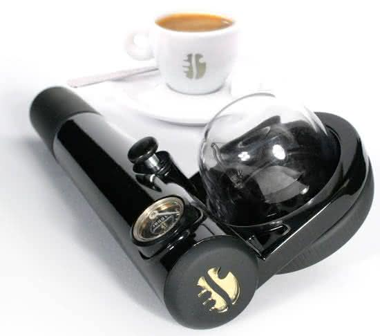 handpresso-auto, a-maquina-de-cafe-expresso-para-carro, a-maquina-de-cafe-expresso-que-cabe-na-mao, cafe-expresso, por-que-nao-pensei-nisso 2