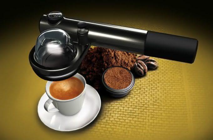 handpresso-auto, a-maquina-de-cafe-expresso-para-carro, a-maquina-de-cafe-expresso-que-cabe-na-mao, cafe-expresso, por-que-nao-pensei-nisso 5