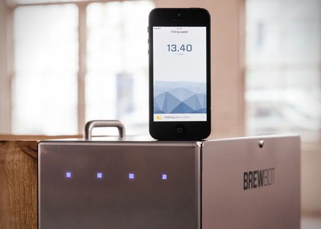 Brewbot-Smart-Beer-Brewing-Robot, como-fazer-cerveja, cerveja-artesanal, fazer-cerveja-em-casa, maquina-de-fazer-cerveja, faca-cerveja, bolo-de-cerveja, por-que-nao-pensei-nisso