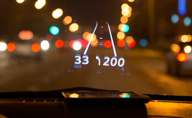 Hudway-head-up-display, Hudway-gps-projetado-no-parabrisa, gps-que-projeta-no-vidro-do-carro, gps-no-vidro-do-carro, Hudway, por-que-nao-pensei-nisso 3