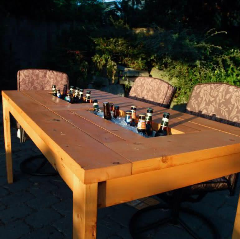 patio-table-built-beer-coolers, mesa-com-cooler, mesa-gelar-cerveja, cerveja, mesa-bar-cerveja, gelar-cerveja-mesa, mesa-de-cerveja, por-que-nao-pensei-nisso 2