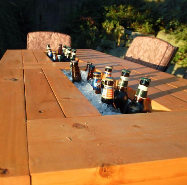 patio-table-built-beer-coolers, mesa-com-cooler, mesa-gelar-cerveja, cerveja, mesa-bar-cerveja, gelar-cerveja-mesa, mesa-de-cerveja, por-que-nao-pensei-nisso 5