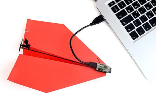 PowerUp-3-0-Smartphone-Controlled-Paper-Airplane, controle-aviao-de-papel-pelo-iphone, aviaozinho-de-papel, motor-para-aviao-de-papel, por-que-nao-pensei-nisso 7