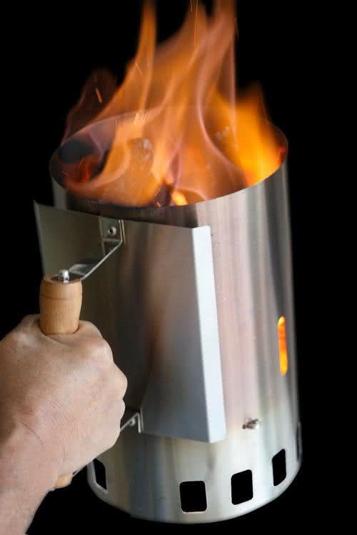 acende-facil, como-acender-churrasqueira, acendedor-de-churrasqueira, acender-churrasqueira-facil, tecnica-acender-churrasqueira, como-acender-carvao, por-que-nao-pensei-nisso 1