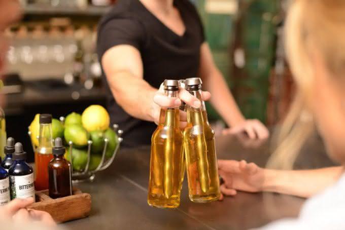 Chillsner-Beer-Chiller-by-Corkcicle, o-palito-que-gela-cerveja, gelar-cerveja, como-gelar-cerveja, cerveja-gelada, por-que-nao-pensei-nisso 4