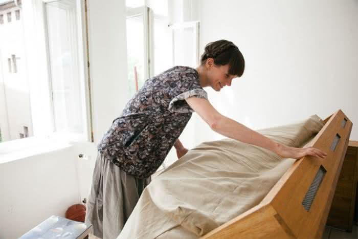 mesa-cama, mesa-que-se-transforma-em-cama, sofa-cama, mesa-vira-cama, mesa-funcional-vira-cama, por-que-nao-pensei-nisso 2