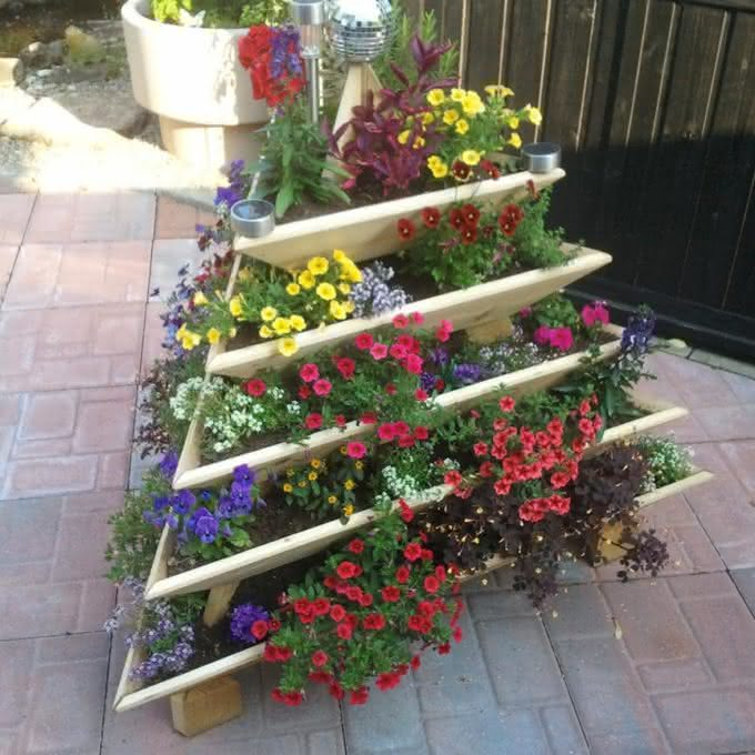 pyramid-garden-planter, plantar-ervas-em-casa, erva-aromatica-em-casa, tempero-erva-casa, horta-em-casa, horta-apartamento, por-que-nao-pensei-nisso 7