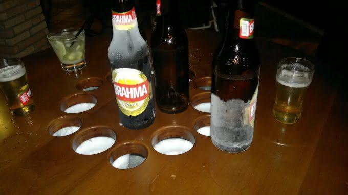 mesa-gelada, cerveja-gelada, como-gelar-cerveja, cerveja-gelo-alcool-sal, gelo-e-alcool-gela-cerveja, como-cerveja-gelada, mesa-com-geladeira, por-que-nao-pensei-nisso 2