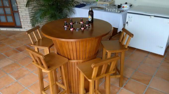 mesa-gelada, cerveja-gelada, como-gelar-cerveja, cerveja-gelo-alcool-sal, gelo-e-alcool-gela-cerveja, como-cerveja-gelada, mesa-com-geladeira, por-que-nao-pensei-nisso 3