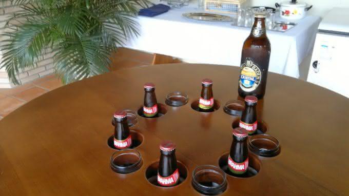 mesa-gelada, cerveja-gelada, como-gelar-cerveja, cerveja-gelo-alcool-sal, gelo-e-alcool-gela-cerveja, como-cerveja-gelada, mesa-com-geladeira, por-que-nao-pensei-nisso 4