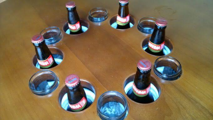 mesa-gelada, cerveja-gelada, como-gelar-cerveja, cerveja-gelo-alcool-sal, gelo-e-alcool-gela-cerveja, como-cerveja-gelada, mesa-com-geladeira, por-que-nao-pensei-nisso 7
