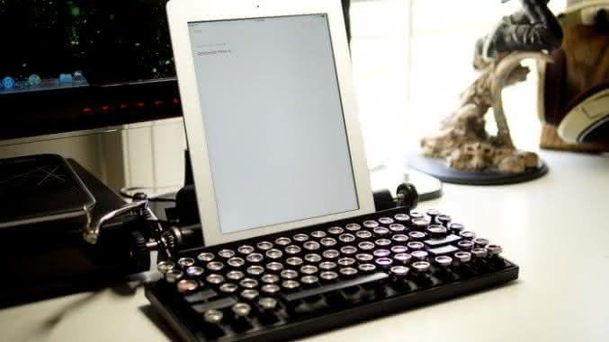Qwerkywriter-vintage-keyboard, teclado-para-ipad, teclado-para-ipad-retro-vintage, teclado-vintage, por-que-nao-pensei-nisso