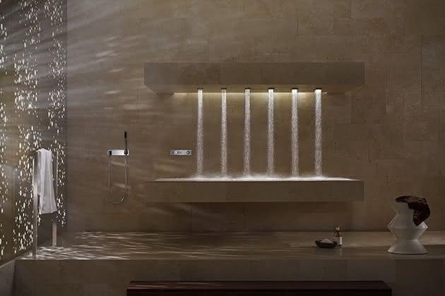 Horizontal-Shower-Dornbracht, banho-na-horizontal, banho-relaxante, banho-relaxar, ducha-chuveiro-inovador, massagem-agua, por-que-nao-pensei-nisso 2
