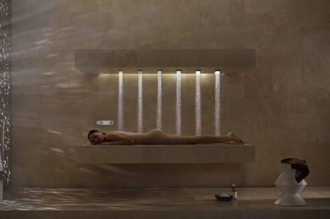 Horizontal-Shower-Dornbracht, banho-na-horizontal, banho-relaxante, banho-relaxar, ducha-chuveiro-inovador, massagem-agua, por-que-nao-pensei-nisso
