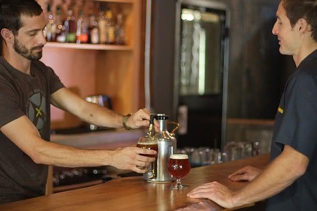 uKeg-Pressurized-Portable-Growler, chopeira-portatil, gela-cerveja, cerveja-gelada, como-gelar-cerveja-rapido, cerveja-quente, por-que-nao-pensei-nisso 2