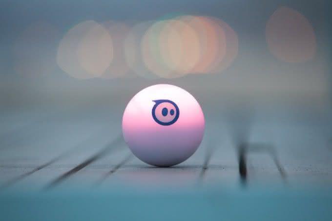 Sphero-2-0-App-Controlled-Robotic-Ball, bola-controle-remoto, brinquedos-wi-fi, controle-ipad-iphone, por-que-nao-pensei-nisso 1