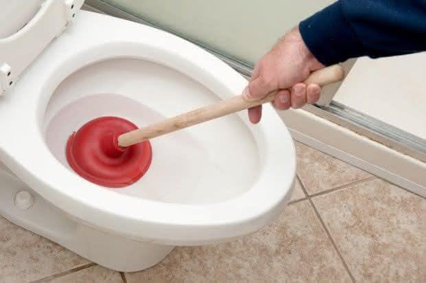 clogged-toilet-solver-desentupidor-de-privada-adesivo-desentupidor-de-privada-como-desentupir-privada-desentupir-canos-desentupidor-privada-entupida-por-que-nao-pensei-nisso-1