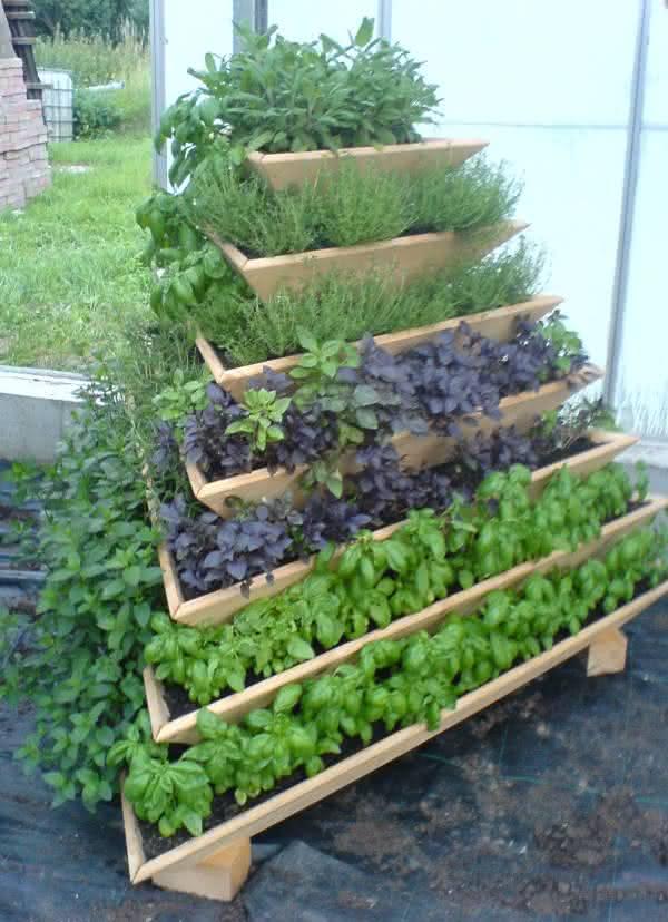 pyramid-garden-planter-plantar-ervas-em-casa-erva-aromatica-em-casa-tempero-erva-casa-horta-em-casa-horta-apartamento-por-que-nao-pensei-nisso-1