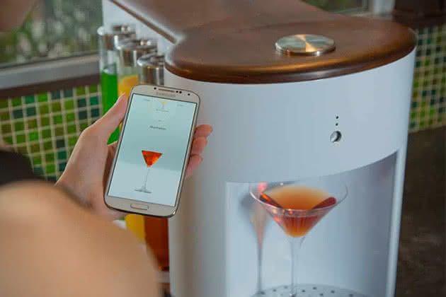 Somabar-Robotic-Bartender-For-The-Home, bartender-particular, somabar-drinks, drinks-praticos, drink-facil, brinde-2015, por-que-nao-pensei-nisso 1