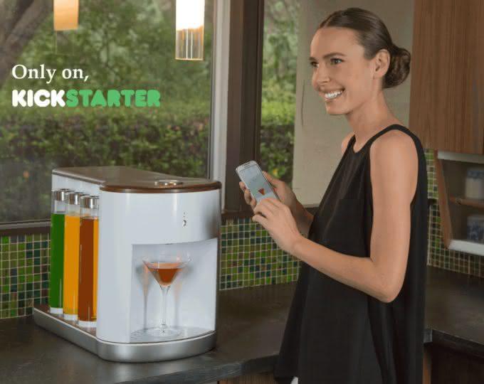 Somabar-Robotic-Bartender-For-The-Home, bartender-particular, somabar-drinks, drinks-praticos, drink-facil, brinde-2015, por-que-nao-pensei-nisso 3