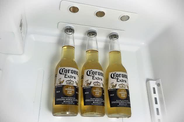 O Varal De Cerveja Deixa Suas Garrafas Flutuando Na