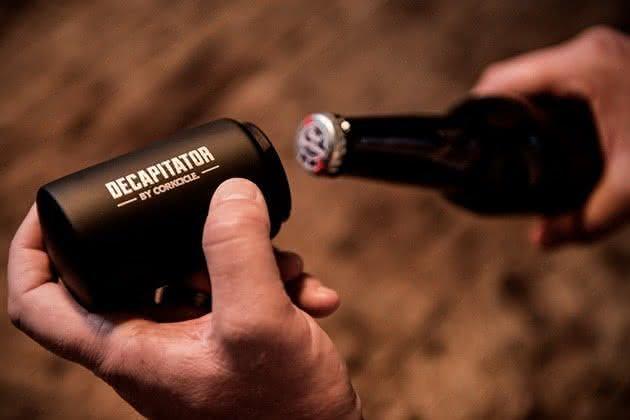 Corkcicle-Decapitator-Bottle-Opener, abridor-cerveja-automatico, abridor-inovador, abrir-cerveja, abridores, por-que-nao-pensei-nisso, pnpn